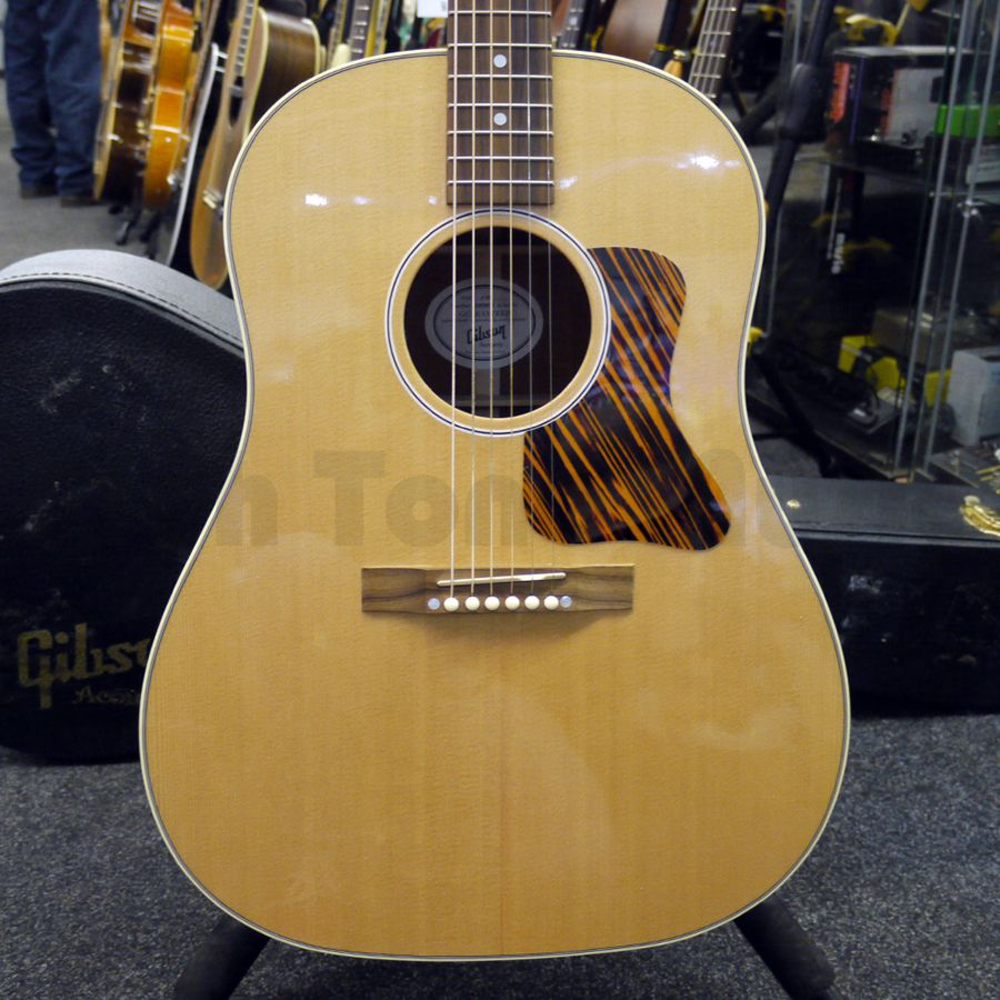 gibson j35 acoustic guitar w hard case 2nd hand rich tone music. Black Bedroom Furniture Sets. Home Design Ideas