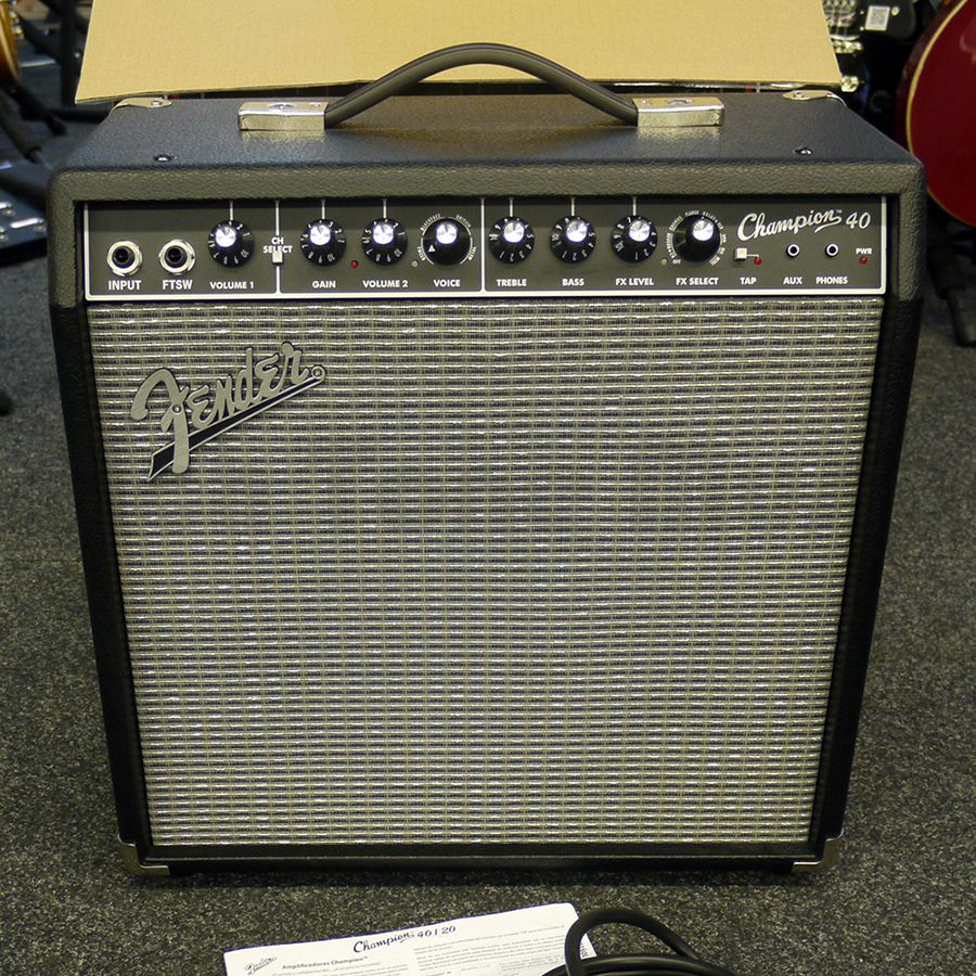 fender champion 40 combo guitar amp w box 2nd hand rich tone music. Black Bedroom Furniture Sets. Home Design Ideas