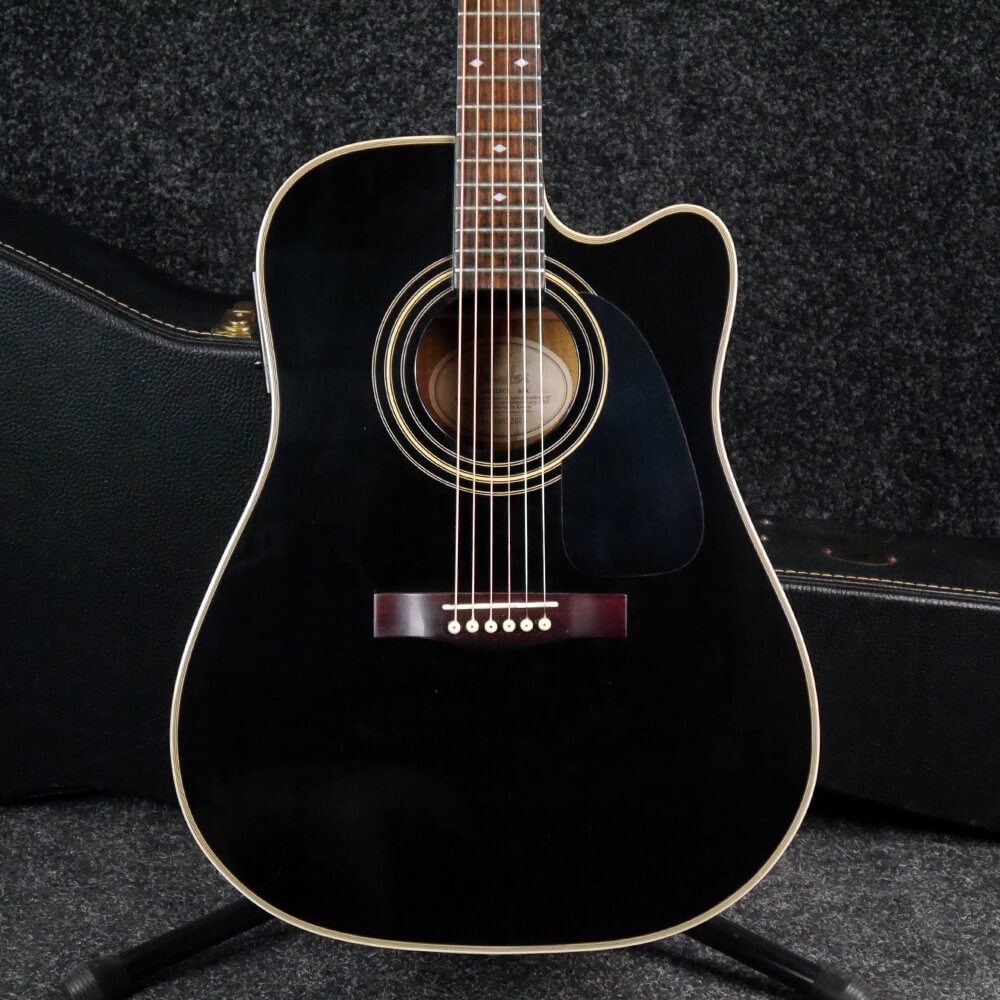 06b03f64cb1 Fender DG-31 SCE Electro-Acoustic Guitar - Black w/Hard Case - 2nd Hand |  Rich Tone Music