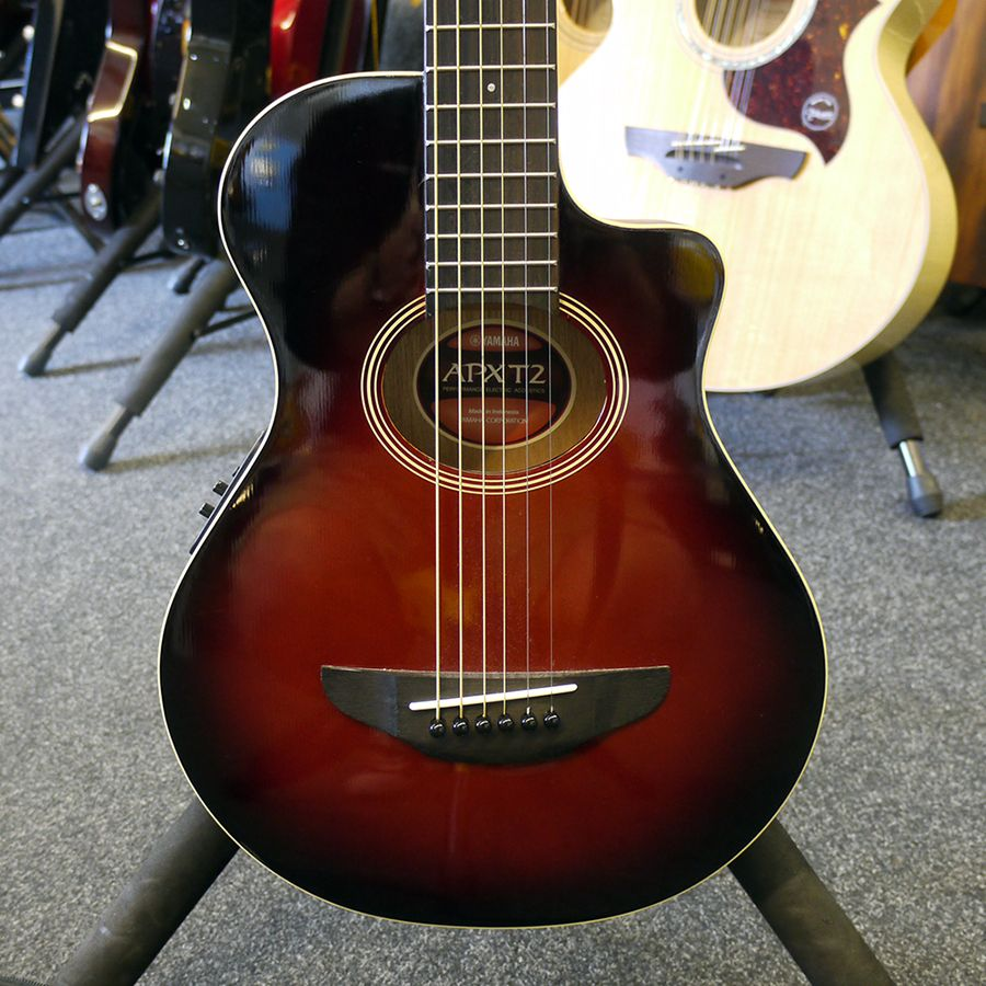 yamaha apxt2 travel guitar dark red burst w gig bag 2nd hand rich tone music. Black Bedroom Furniture Sets. Home Design Ideas