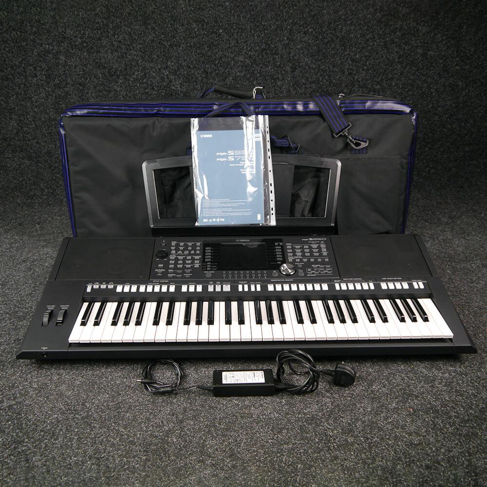 Yamaha PSR-S950 Keyboard w/Gig Bag - 2nd Hand
