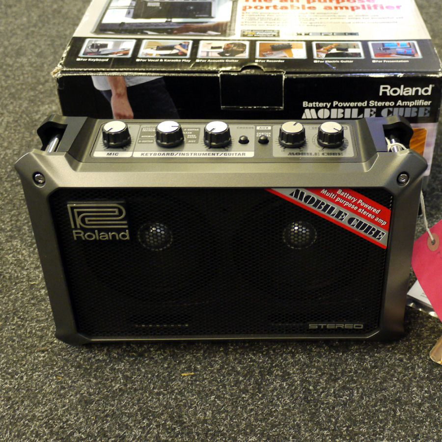 roland mobile cube battery powered stereo amp w box ex demo rich tone music. Black Bedroom Furniture Sets. Home Design Ideas