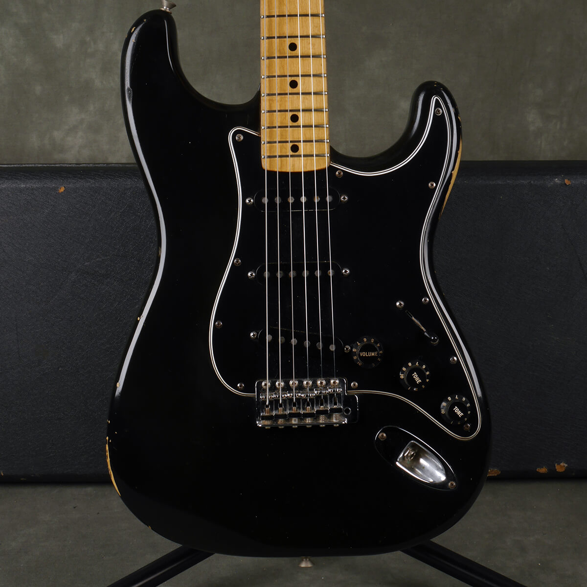 Fender 1977 Stratocaster - Black w/Hard Case - 2nd Hand