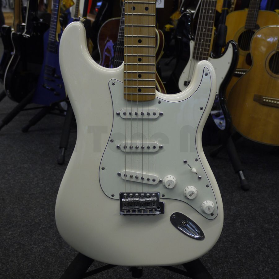 fender standard stratocaster electric guitar 2nd hand rich tone music. Black Bedroom Furniture Sets. Home Design Ideas