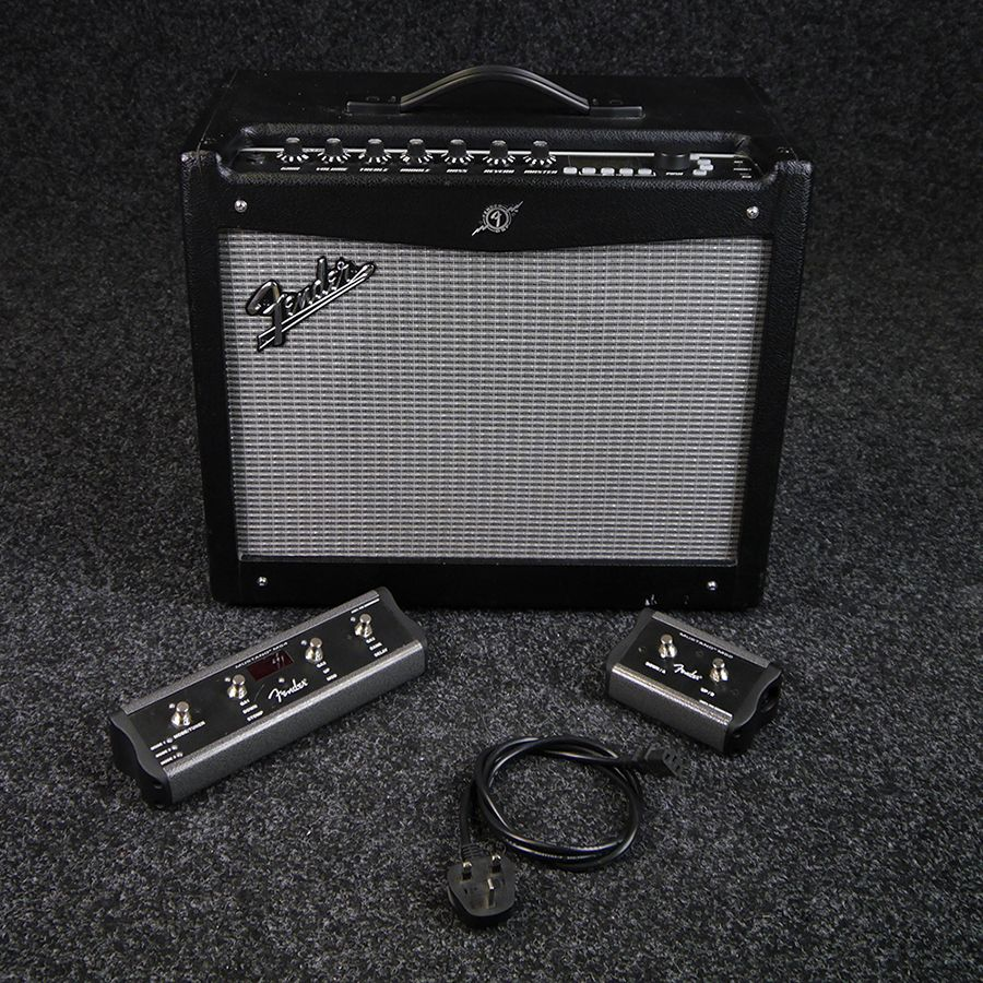 fender mustang iii v 2 combo amp w 2 4 button footswitch 2nd hand rich tone music. Black Bedroom Furniture Sets. Home Design Ideas