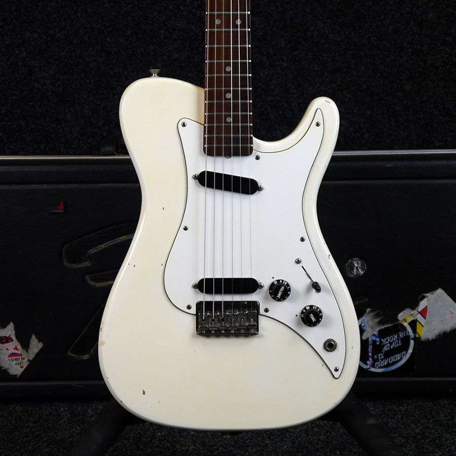 Second Hand Fender Bullet Deluxe Electric Guitars Rich