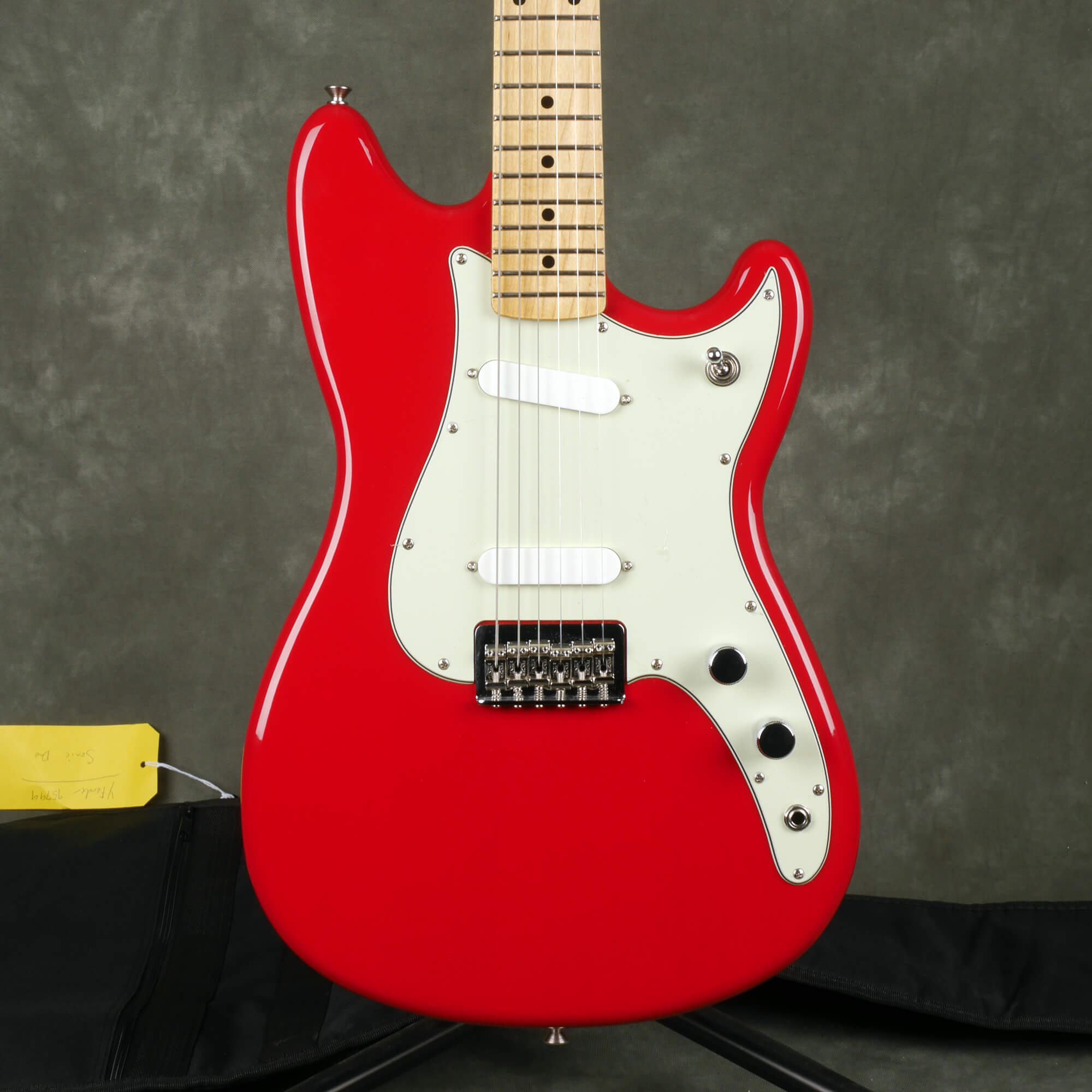 Fender Duo-Sonic -Torino Red w/Gig Bag - 2nd Hand