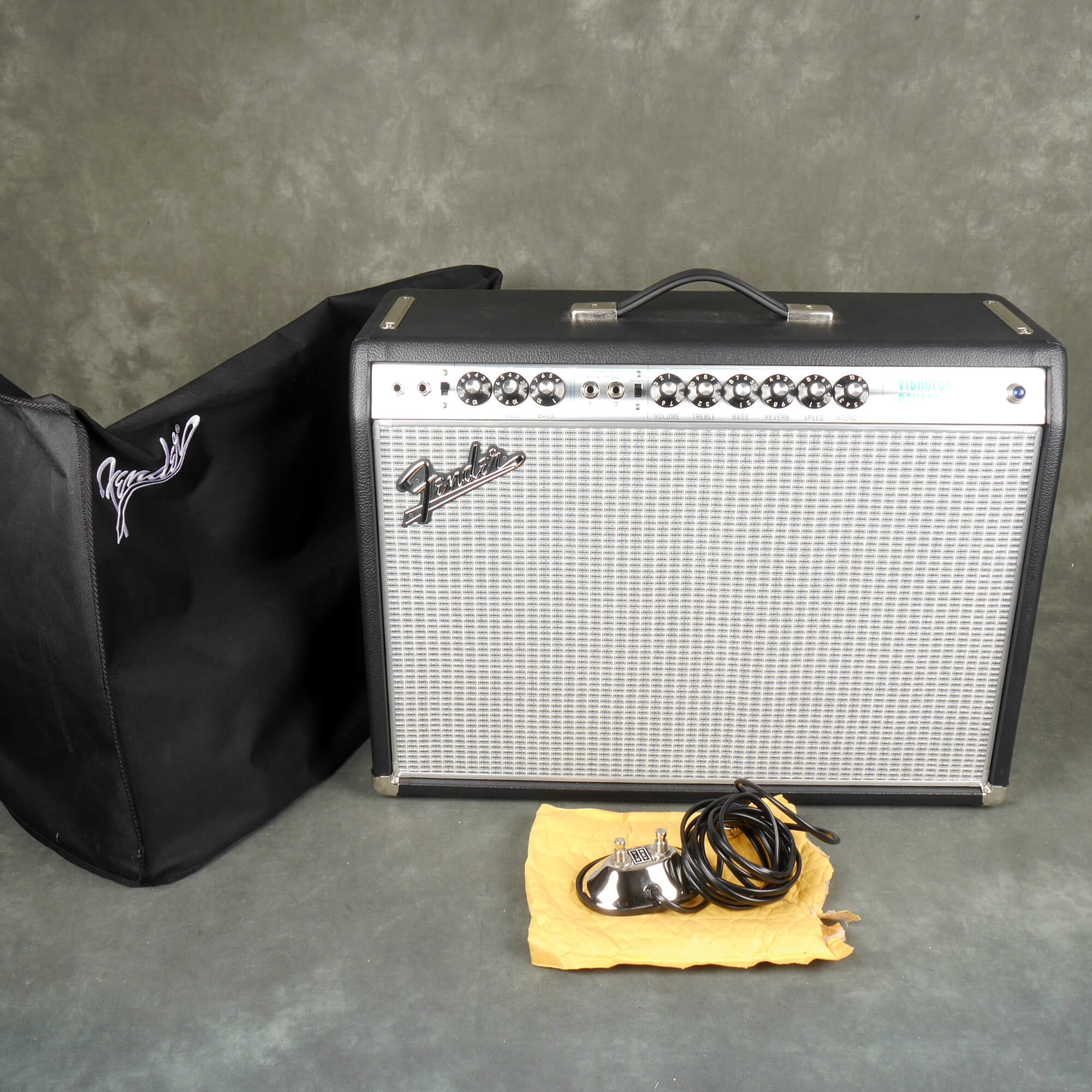 Fender 68 Vibrolux Reverb Guitar Amp w/Cover - 2nd Hand **COLLECTION ONLY**