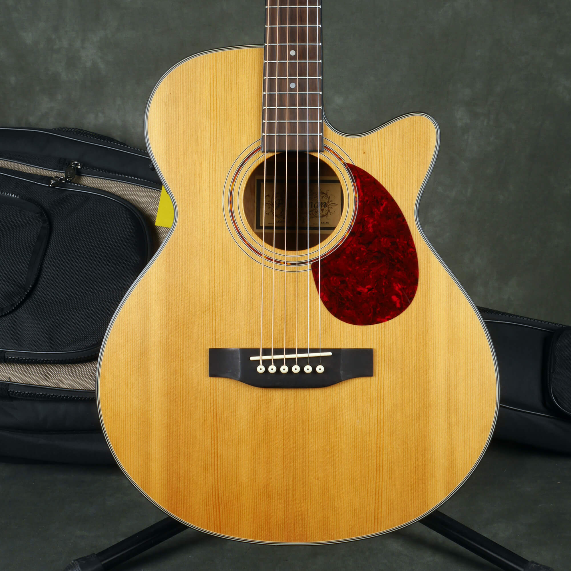 Freshman FA1AN Electro-Acoustic Guitar - Natural w/Gig Bag - 2nd Hand