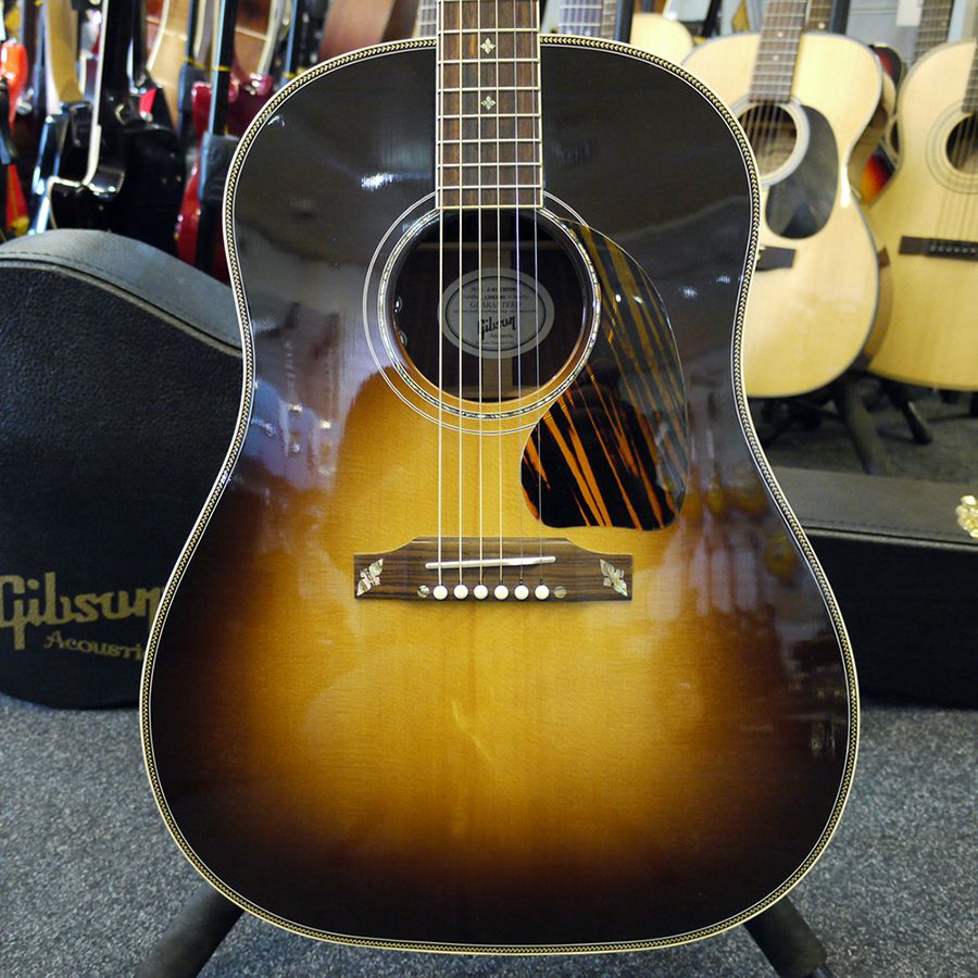 gibson j 45 custom acoustic guitar w hard case 2nd hand rich tone music. Black Bedroom Furniture Sets. Home Design Ideas