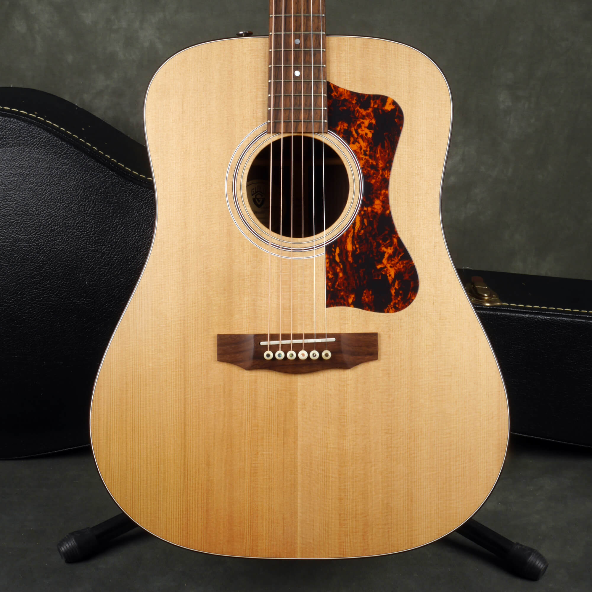 Guild DV6 Acoustic Guitar - Natural w/Hard Case - 2nd Hand