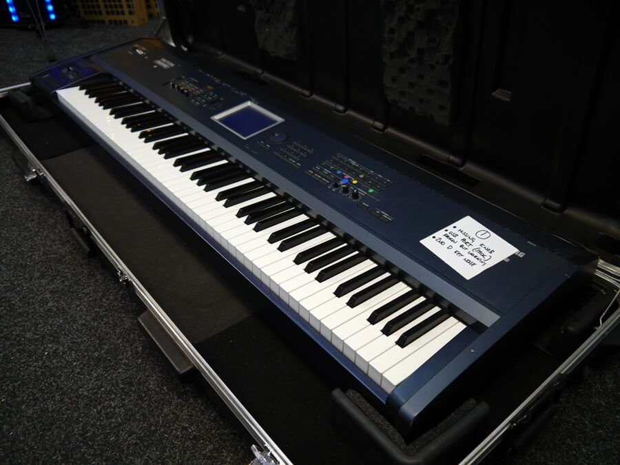 korg triton extreme 88 key keyboard w hard case 2nd hand collection only rich tone music. Black Bedroom Furniture Sets. Home Design Ideas
