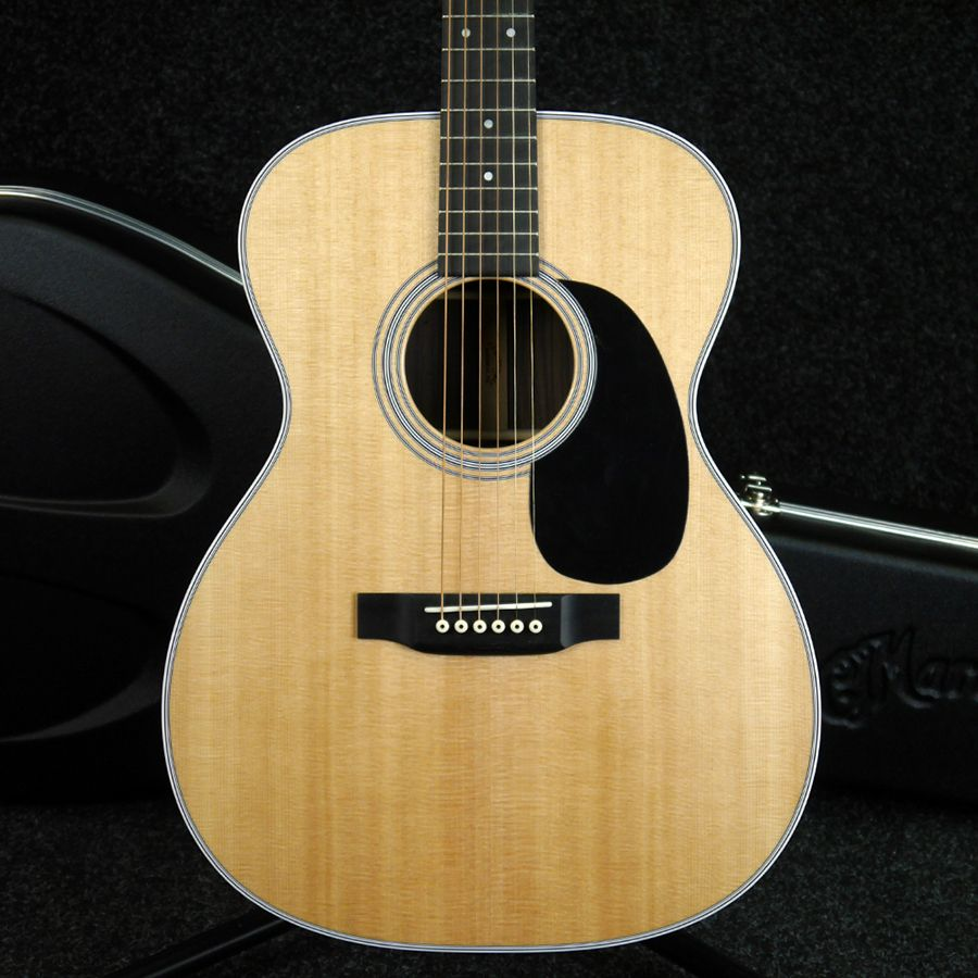 Martin Standard Series 000-28 Acoustic Guitar w/ Hard Case - 2nd Hand