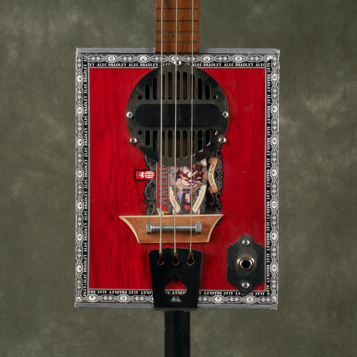Cigarbox Guitar - 2nd Hand