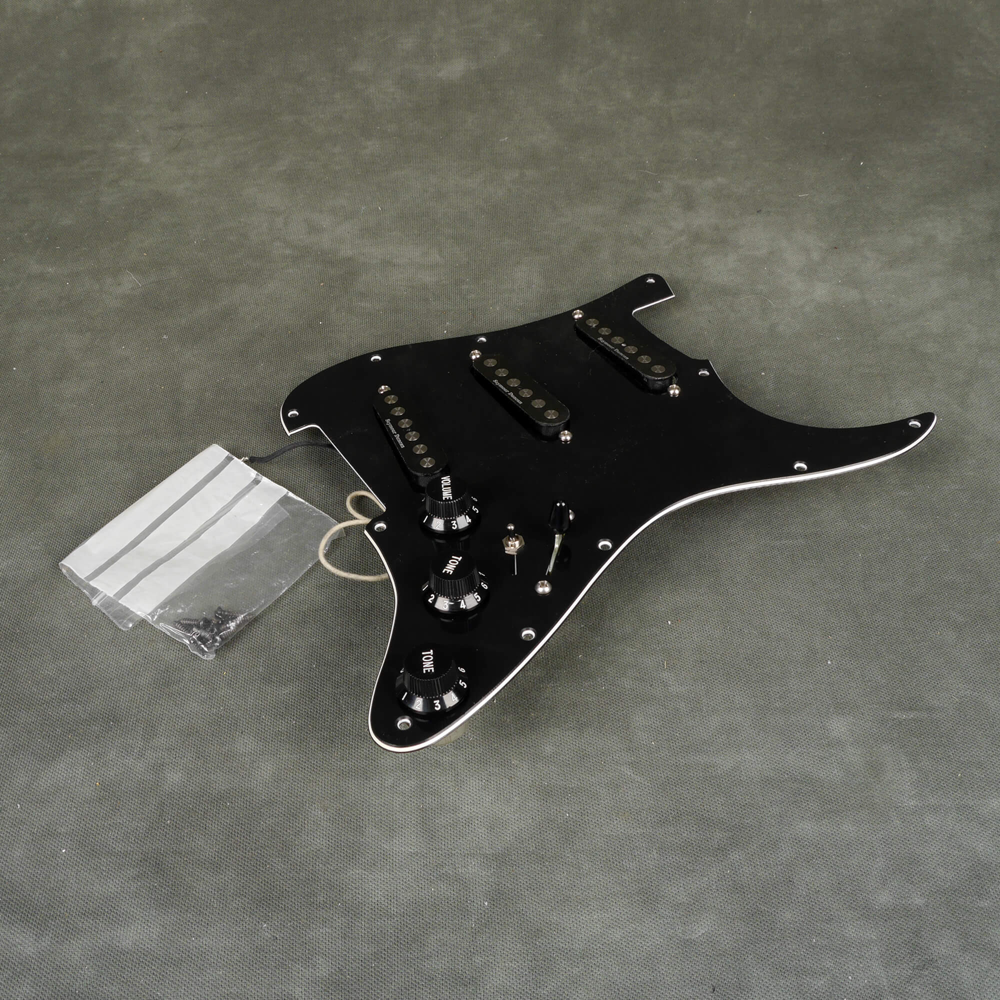 Seymour Duncan SSL4 Quarter Pound Strat Loaded Pickguard - Black - 2nd Hand