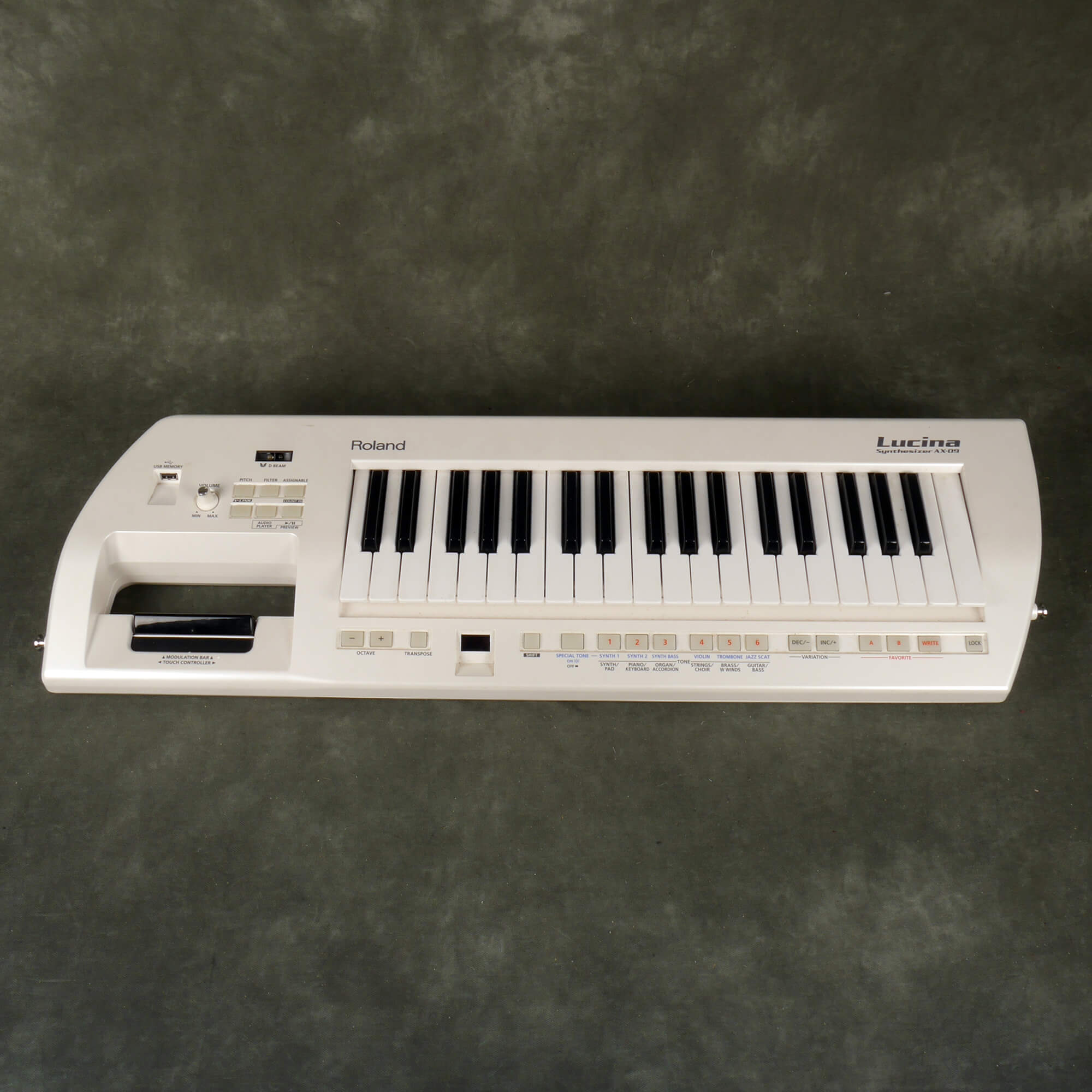 Roland Lucina AXO9 Synthesizer - 2nd Hand