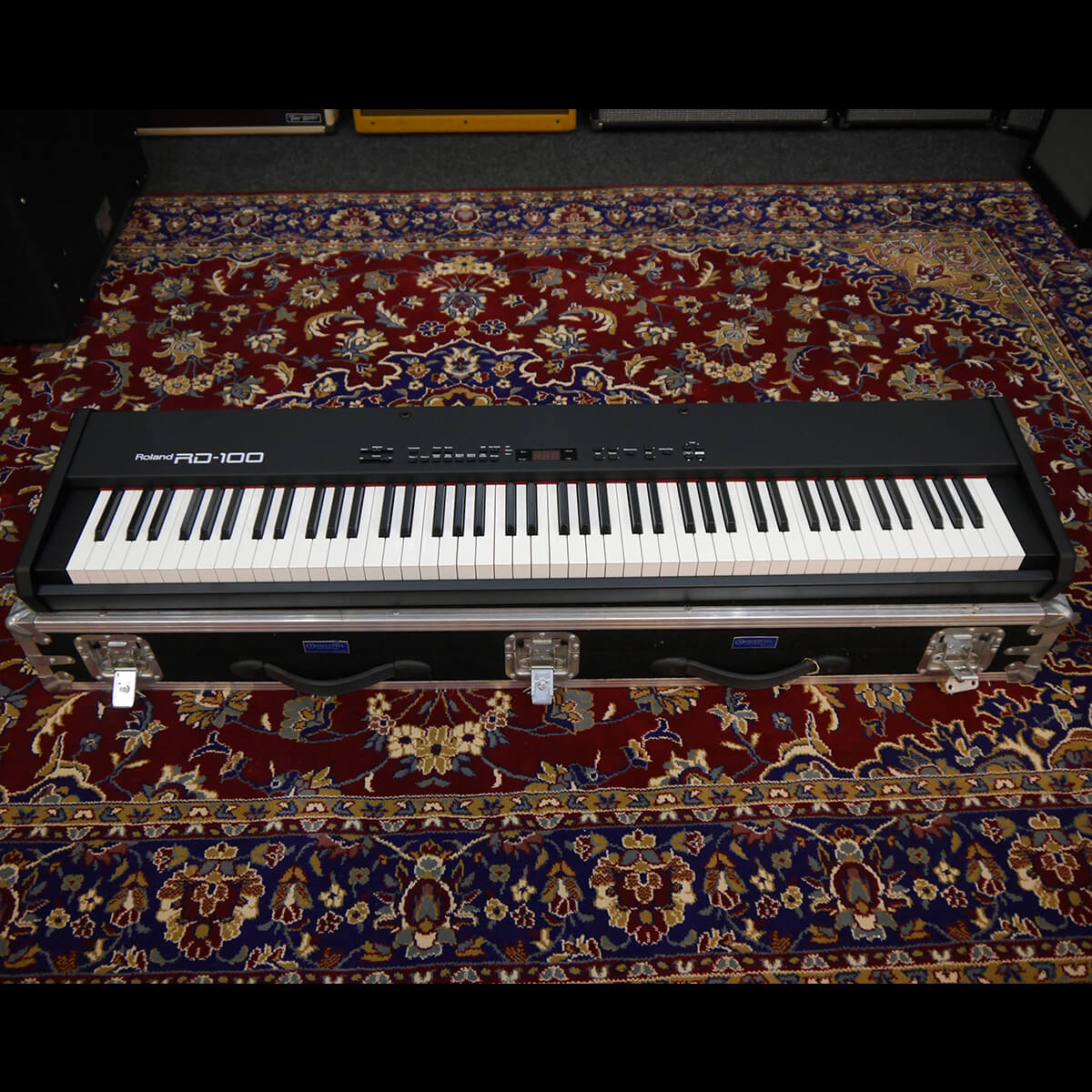 Roland RD100 Electric Piano w/Flight Case - 2nd Hand **COLLECTION ONLY**