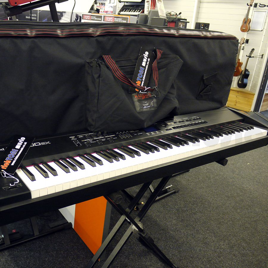 roland rd 700sx digital stage piano w gig bag 2nd hand rich tone music. Black Bedroom Furniture Sets. Home Design Ideas