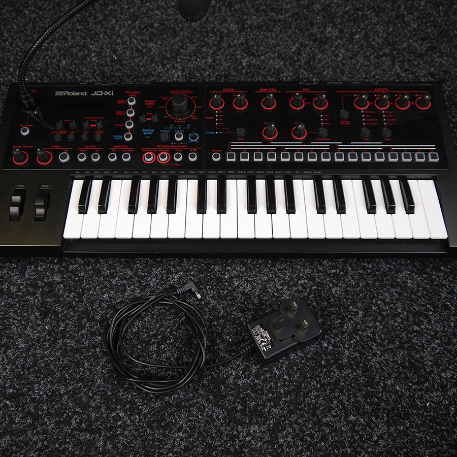 roland jdxi keyboard synthesizer 2nd hand rich tone music. Black Bedroom Furniture Sets. Home Design Ideas