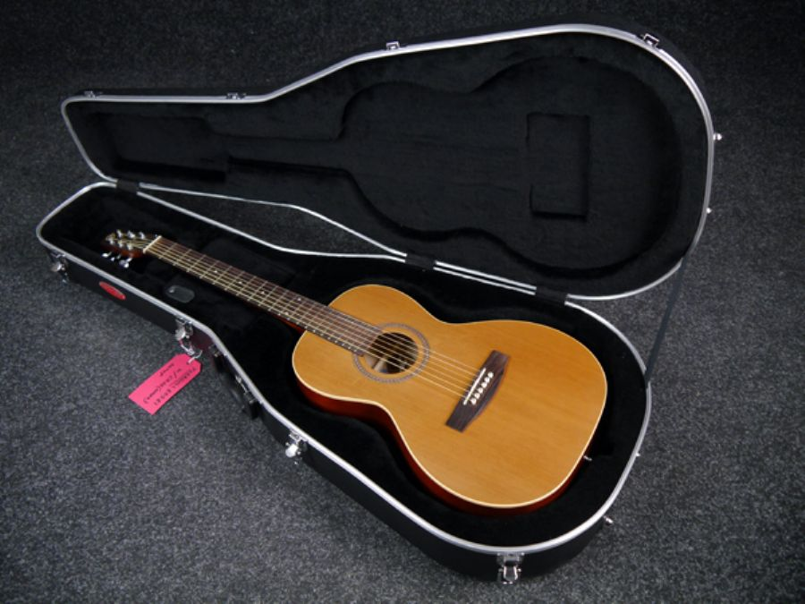 ad1169f035b Media. Great chance to pick up a nice 2nd Hand Seagull S Series Grand' Parlour  Guitar - Natural w/Hard Case