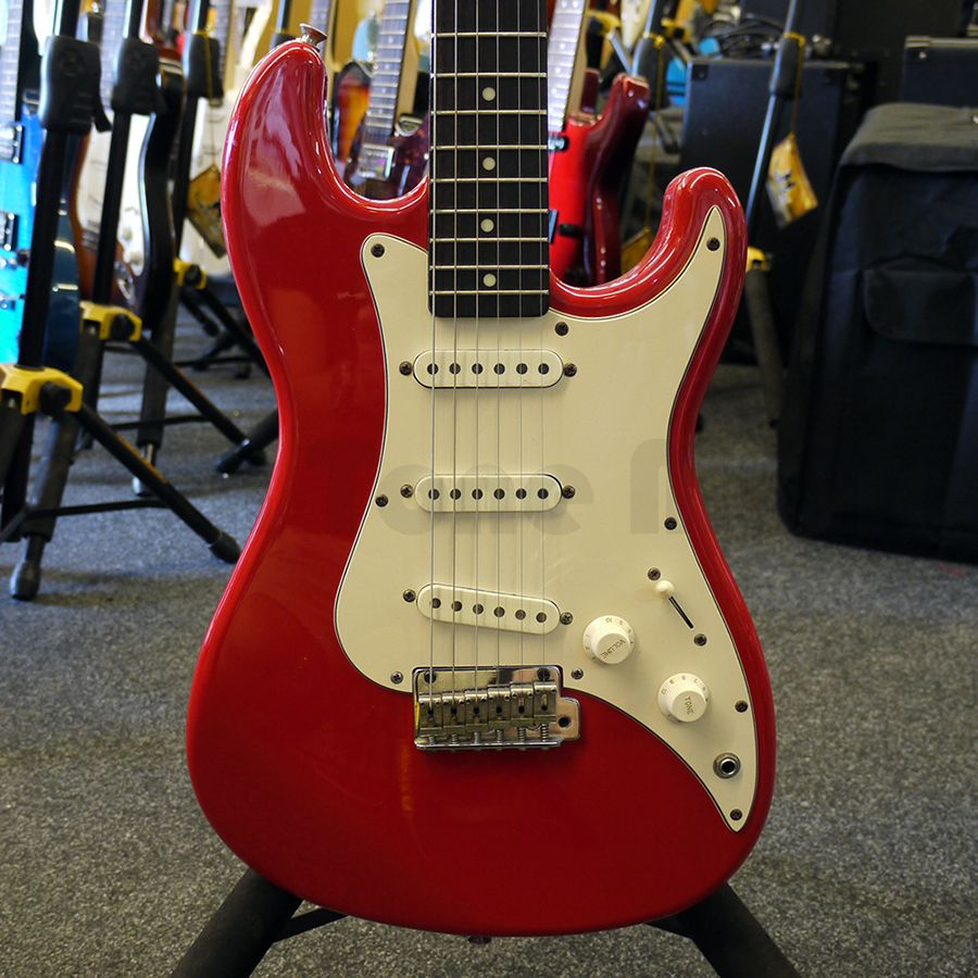 squier 1986 bullet stratocaster red 2nd hand rich tone music. Black Bedroom Furniture Sets. Home Design Ideas