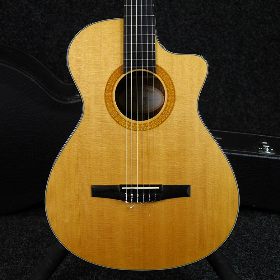 Taylor Ns42ce Nylon Acoustic Guitar W Case 2nd Hand