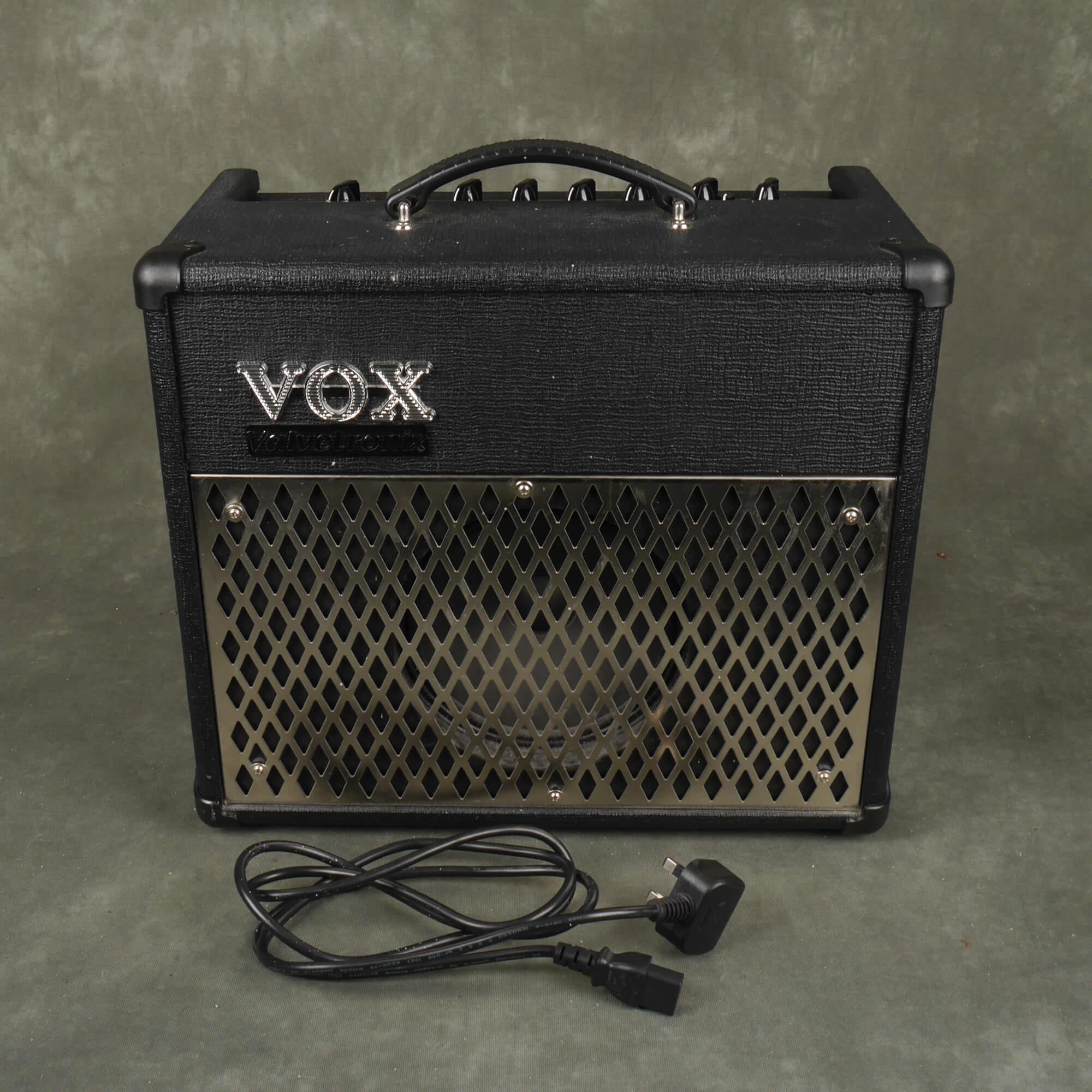 Vox AD15VT Valvetronix Guitar Amplifier - 2nd Hand