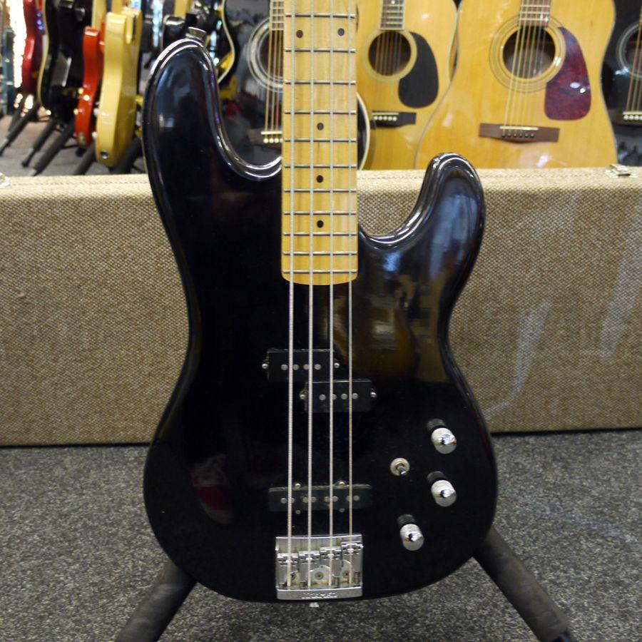 kramer striker bass guitar w hard case 2nd hand rich tone music. Black Bedroom Furniture Sets. Home Design Ideas