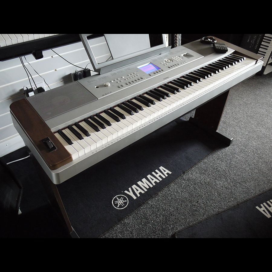 yamaha dgx 640 digital piano collection only 2nd hand. Black Bedroom Furniture Sets. Home Design Ideas