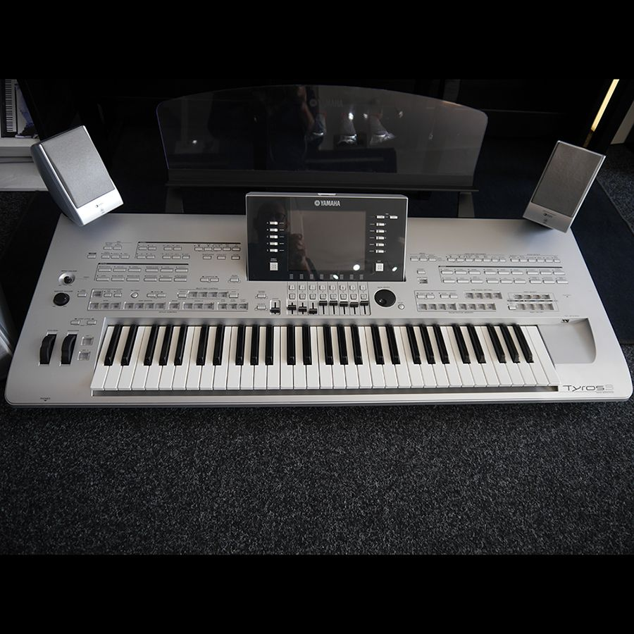 yamaha tyros 3 keyboard with speakers 2nd hand rich tone music. Black Bedroom Furniture Sets. Home Design Ideas