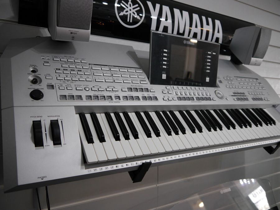 Yamaha Tyros 2 Electric Keyboard w/ Speakers - 2nd Hand ...