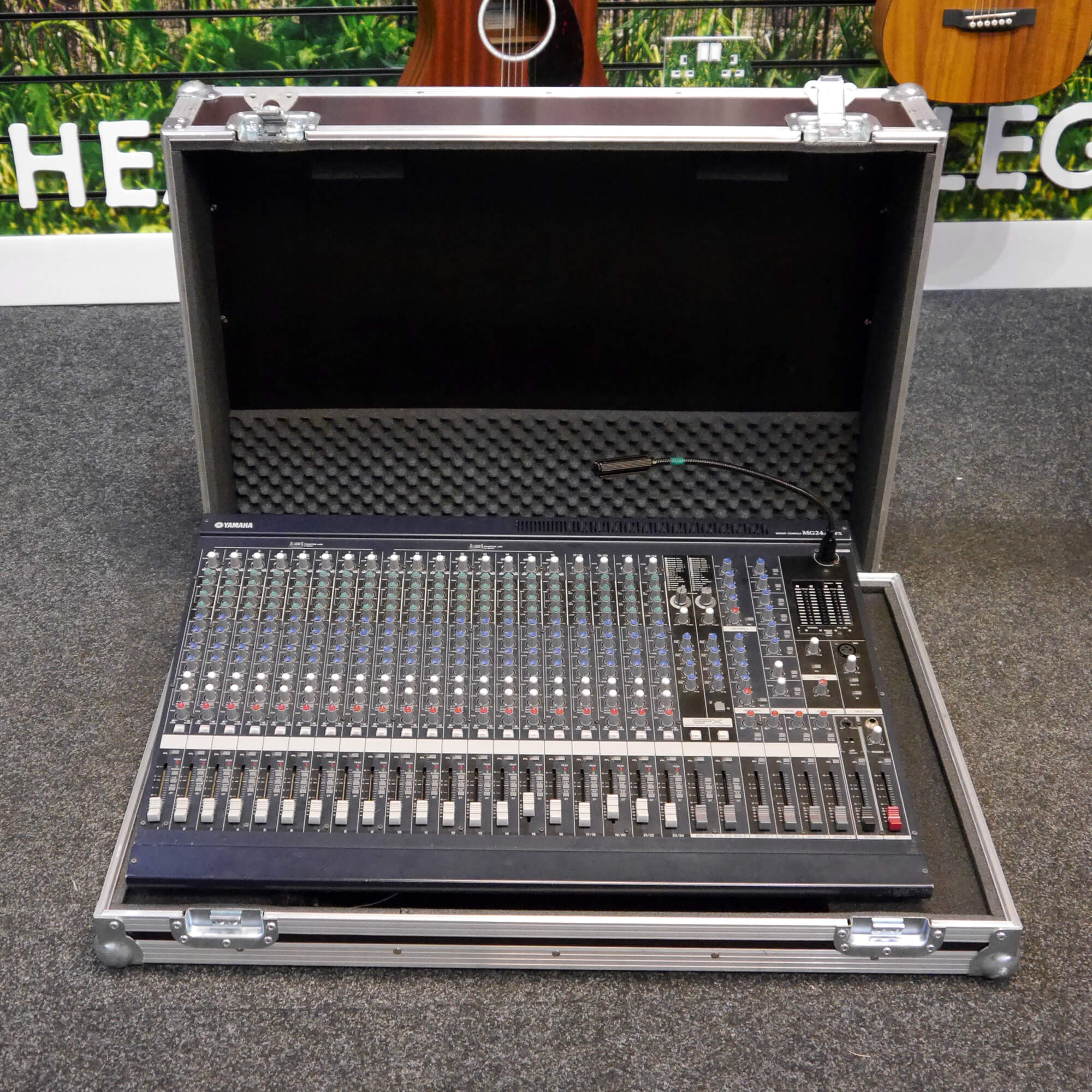 Yamaha MG24/14FX Mixing Console w/Flight Case - 2nd Hand **COLLECTION ONLY**